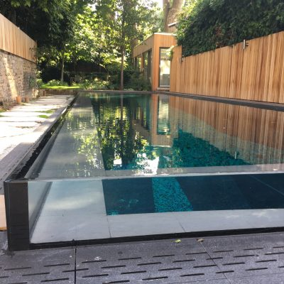 Infinity edge pool glazing