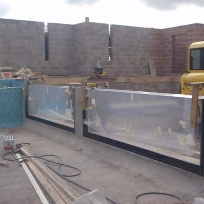 Infinity edge pool glazing installation