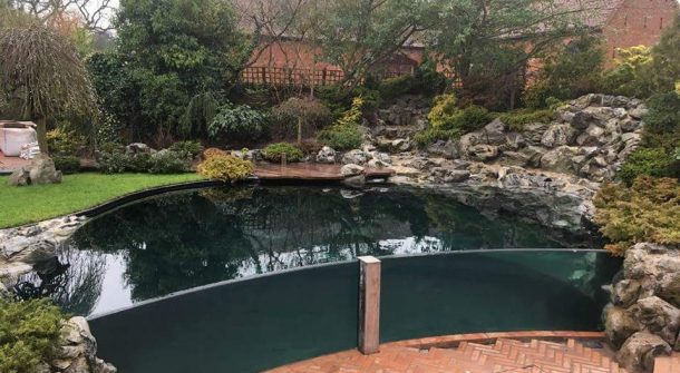 Viewing panels large aquariums swimming pool pond for Koi pond window
